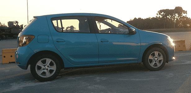 Renault Sandero 2015 (lateral) - Alexandre Weiss/UOL - Alexandre Weiss/UOL