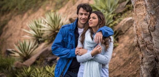 """Laerte (Gabriel Braga Nunes) e Luiza (Bruna Marquezine) em cena de """"Em Família"""""""