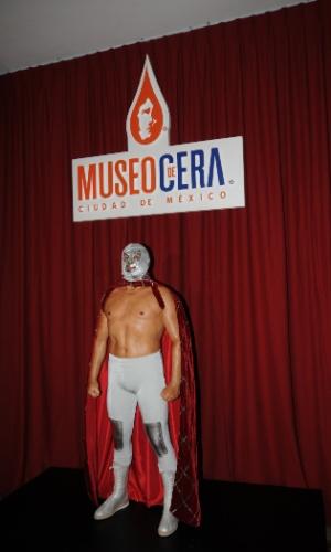 O lendário lutador de luta livre mexicano El Santo, falecido em 1984, é uma das mais famosas figuras mexicanas presentes no Museu de Cera