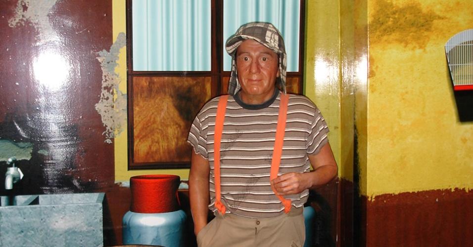 Uma das grandes atrações do Museu de Cera da Cidade do México, pelo menos para os brasileiros, é a estátua do Chaves, que aparece ao lado de seu barril e rodeado por uma réplica da vila do seriado. O nome do ator que interpreta o personagem, Roberto Gómez Bolaños, hoje em estado delicado de saúde, também ganha destaque