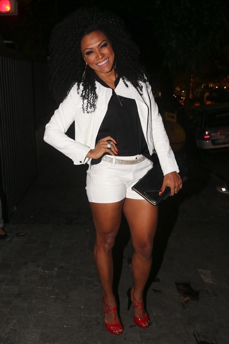 20.mai.2014 - A dançarina Simone Sampaio no aniversário do empresário Rhoque Malizia, em boate na zona sul de São Paulo, na noite desta terça-feira