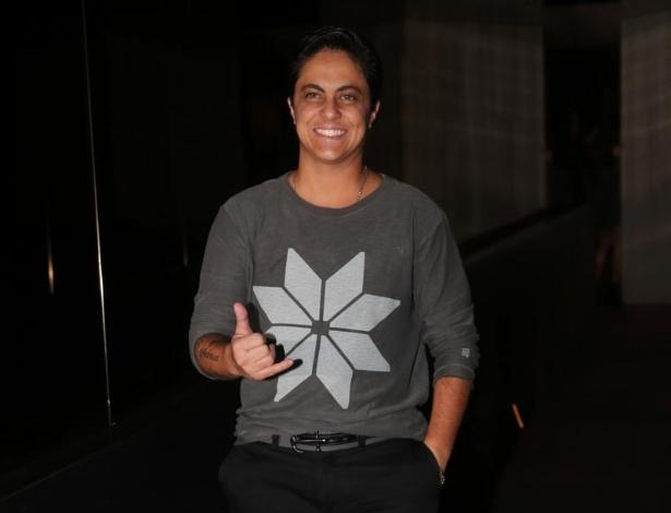 20.mai.2014 - Thammy Miranda chega ao aniversário do empresário Rhoque Malizia, em boate na zona sul de São Paulo, na noite desta terça-feira