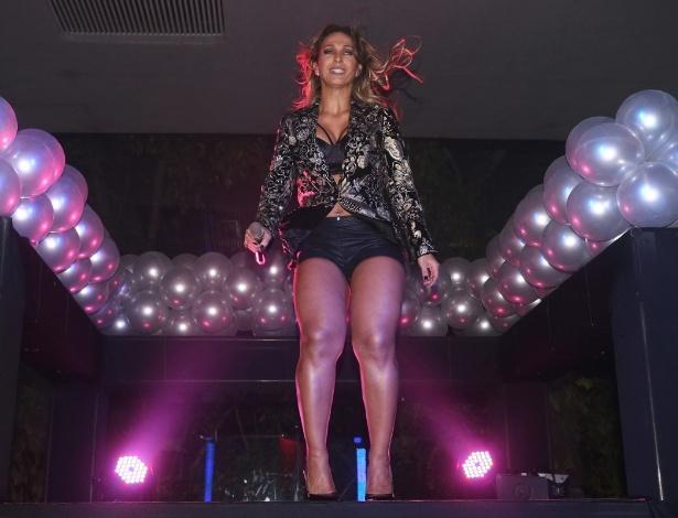 20.mai.2014 - Valesca Popozuda se apresenta no aniversário do empresário Rhoque Malizia, em boate na zona sul de São Paulo, na noite desta terça-feira