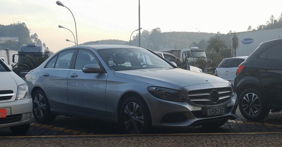 Mercedes-Benz Classe C 2015 flagrado na rodovia dos Bandeirantes, na altura da Jundiai (SP)