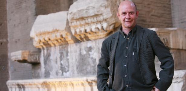 05.jun.2008 - O escritor Nick Hornby no Festival de Literatura na Basílica Massenzio de Roma, na Itália - Getty Images