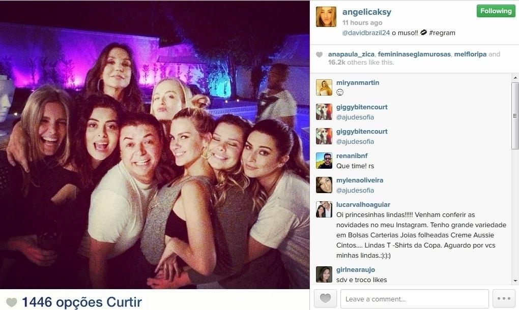 22.mai.2014 - A apresentadora Angélica mostrou no Instagram uma foto da festa surpresa feita pelos amigos de Ivete Sangalo, que faz 42 anos no próximo dia 27