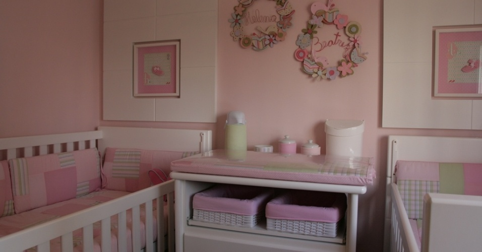 As tendências apontam para o uso dos tons pastel na decoração de qualquer ambiente da casa, mas o quarto do bebê é o exemplo mais tradicional do uso massivo dessa escala de cores. Na foto, o quarto de gêmeas foi baseado em tons amanteigados de rosa associados ao branco. O projeto é assinado por Elaine Gonzalez, do escritório UMM Arquitetura