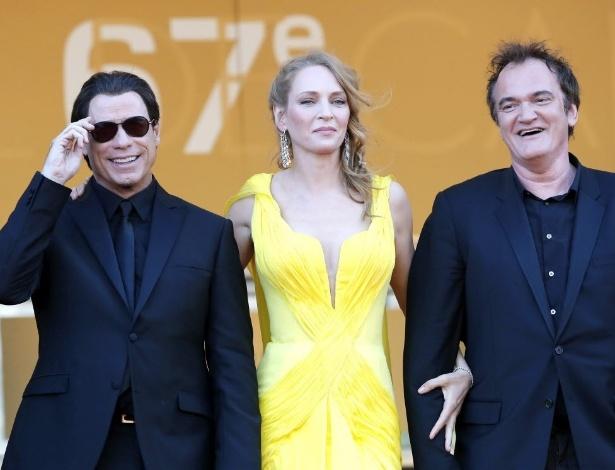Uma Thurman de braços dados com o diretor Quentin Tarantino (dir) no Festival e Cannes