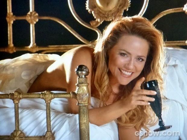 Shirley arrasa em sessão de fotos com Marina