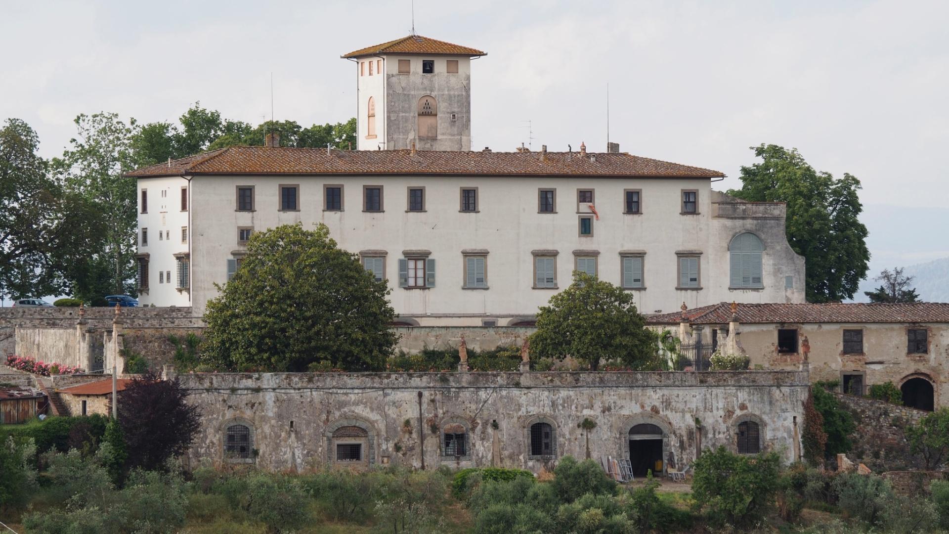 No domingo (25), dia seguinte do casamento, o casal faz um brunch na Villa Corsini, em Florença
