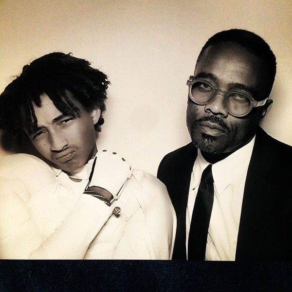 24.mai.2014 - O ator Jaden Smith, filho de Will Smith, tira foto ao lado do músico Tony Williams, no casamento de Kim Kardashian e Kanye West