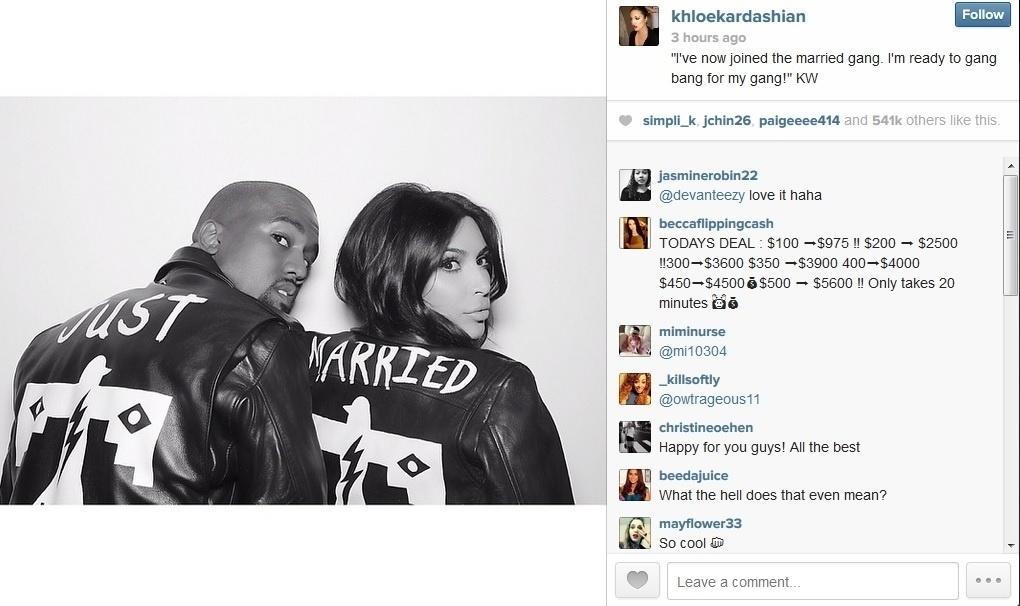 27.mai.2014 - Kloe Kardashian, irmã de Kim Kardashian, compartilhou imagem da irmã ao lado do marido, Kanye West. Eles usam jaqueta com a frase