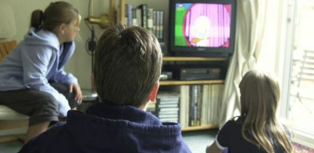 """Segundo pesquisadores, as crianças não ignoram os adultos e, sim, sofrem de """"cegueira não intencional"""" - BBC"""