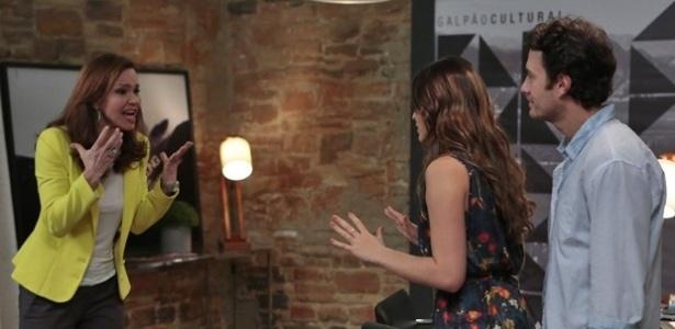 """Julia Lemmertz, Bruna Marquezine e Gabriel Braga Nunes em cena de """"Em Família"""""""
