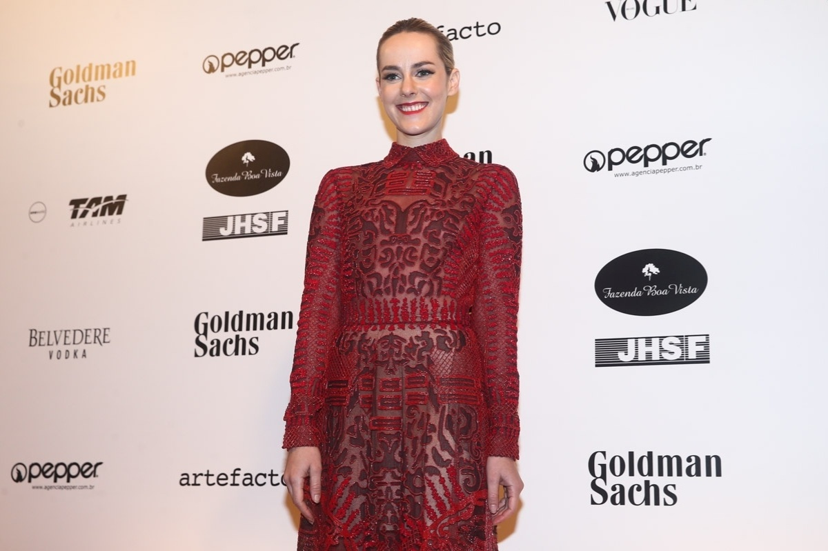 29.mai.2014 - A atriz Jena Malone prestigiou o baile de gala promovido pela ONG BrazilFoundation, em São Paulo