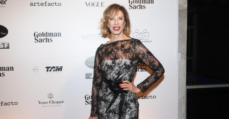 29.mai.2014 - Marília Gabriela prestigiou o baile de gala promovido pela ONG BrazilFoundation, em São Paulo