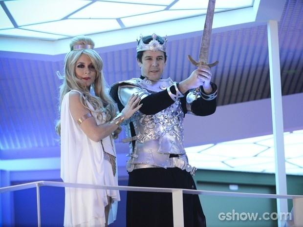 Pamela e Jonas aparecem vestidos de Princess Shelda e Ceutaurian Jaspar em festa à fantasia