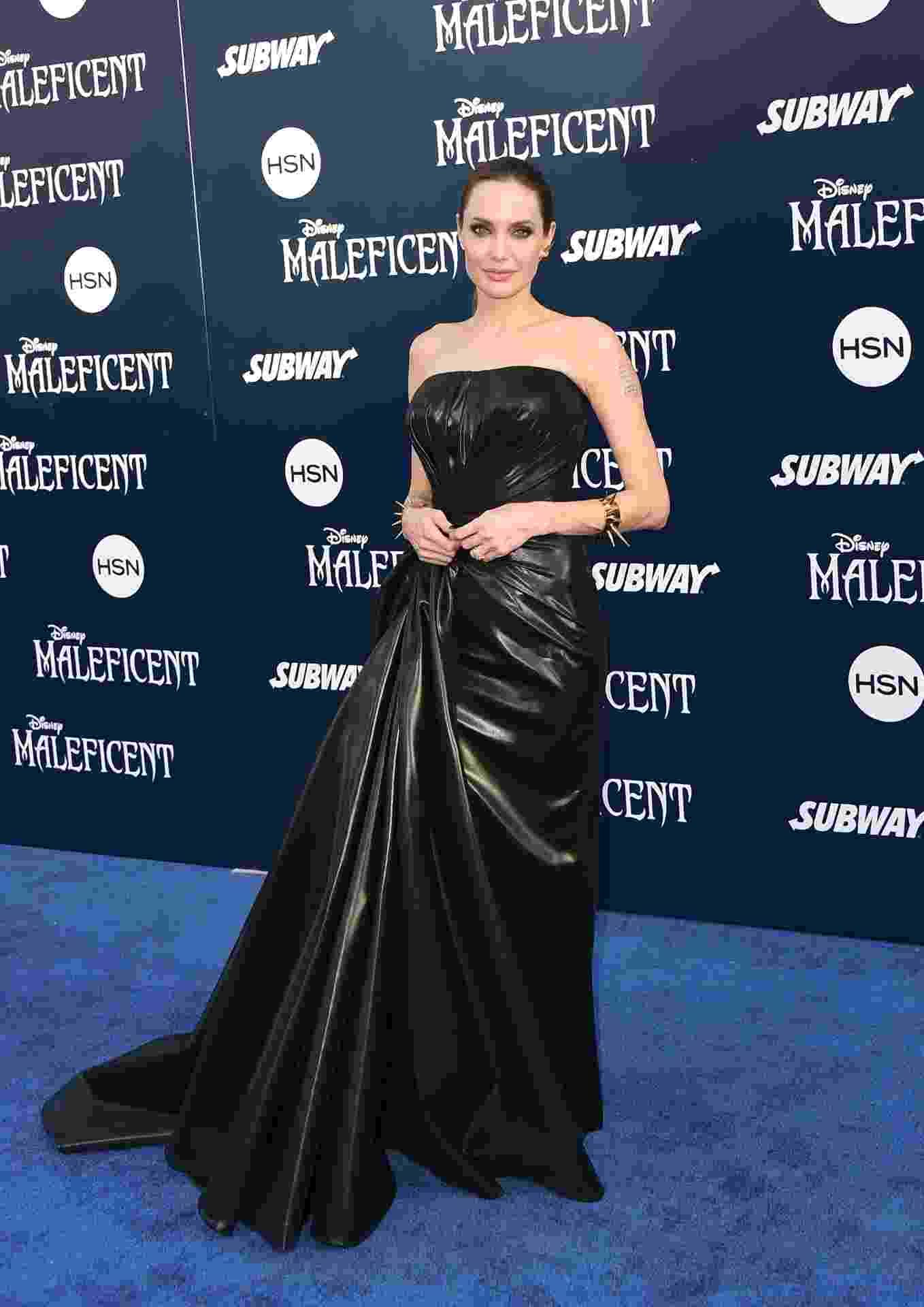 Première Malévola: Angelina Jolie com vestido longo Ateliver Versace - Getty Images