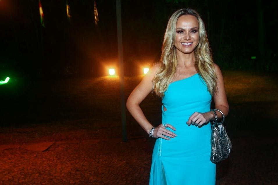 29.mai.2014 - Eliana chega ao baile de gala promovido pela ONG BrazilFoundation, em São Paulo