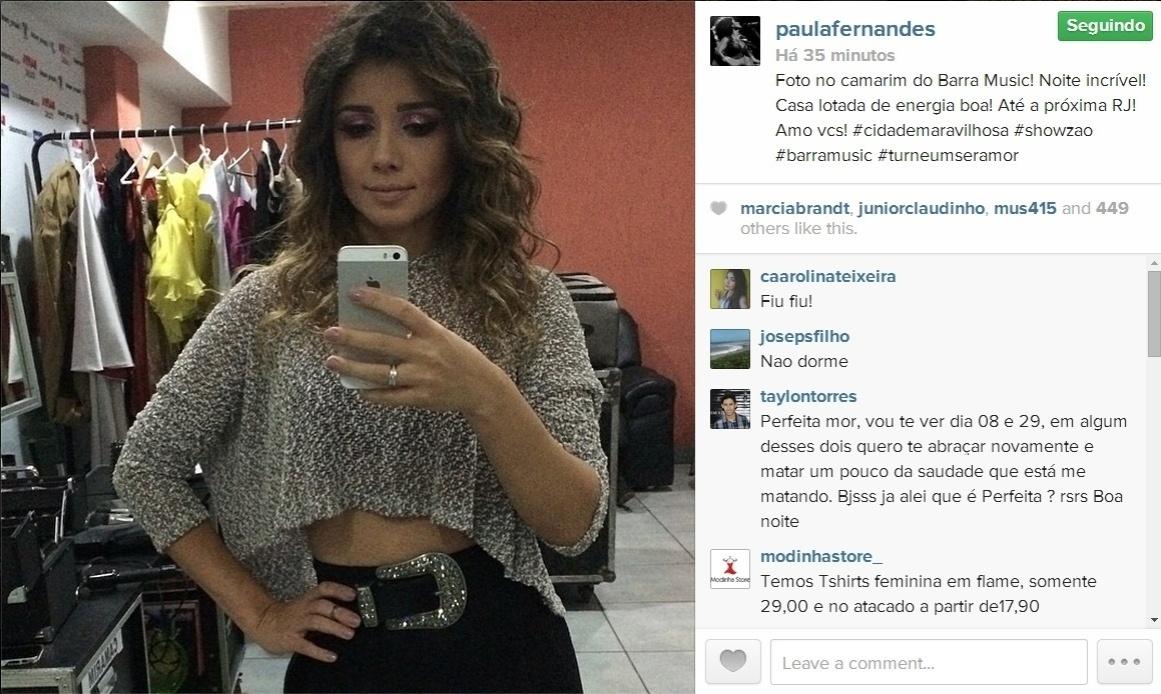 30.mai.2014 - Pelo Instagram, Paula Fernandes posta foto exibindo parte da barriga sarada após show no Rio