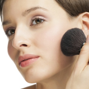 Descubra qual é o blush ideal para o seu tom de pele - Getty Images