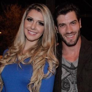 """Em 2014, Roni e Tatiele continuaram o namoro após o fim do """"BBB14"""" e ficaram noivos no mesmo ano - Manuela Scarpa e Marcos Ribas/Photo Rio News"""