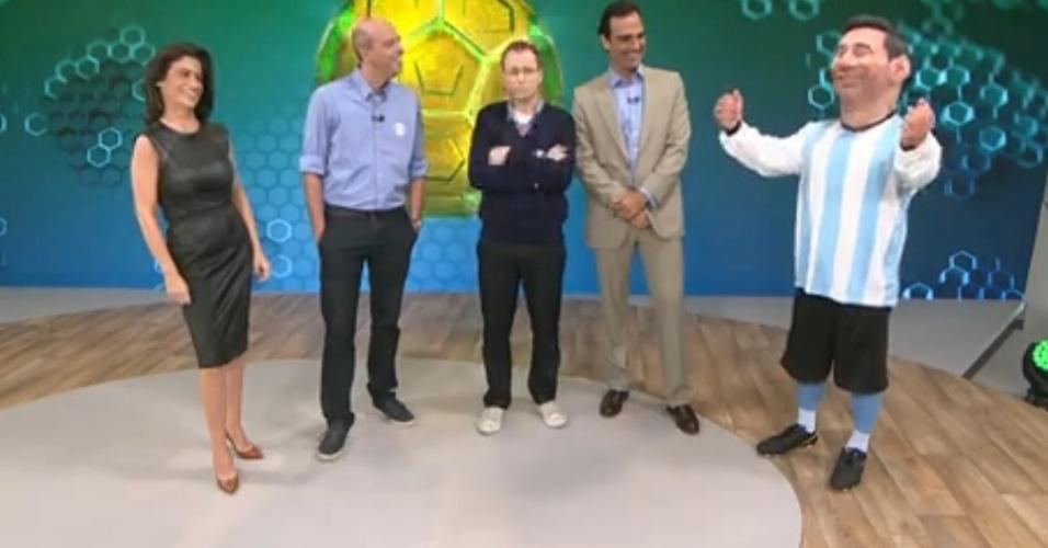 1.jun.2014 - Globo recorre a boneco do Messi para cobertura da Copa do Mundo
