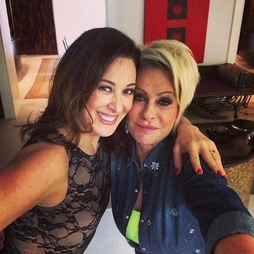 """2.jun.2014 - Ana Maria Braga e Claudia Raia fizeram uma foto selfie. A apresentadora do """"Mais Você"""", que divulgou a imagem em seu Instagram, escreveu: """"Gravei agora uma matéria linda com minha amiga Claudia Raia"""""""