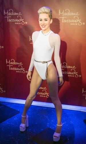 2.jun.2014 - Miley Cyrus ganha estátua de cera com maiô ousado no museu Madame Tussauds de Berlim, na Alemanha