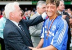 Aos sete anos, craque da Alemanha Özil jogava na 'Gaiola dos Macacos'