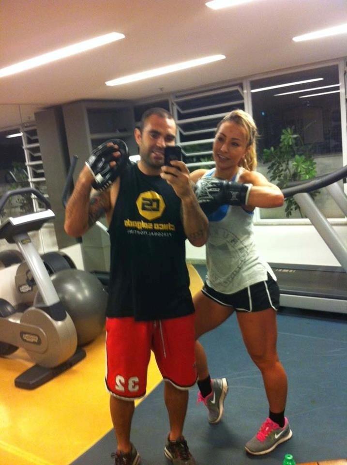 7.out.2012 - Chico Salgado é personal de estrelas. Quando está no Rio, Sabrina Sato não abre mão de estar algumas horas com o profissional. A dupla já cansou de malhar durante a madrugada
