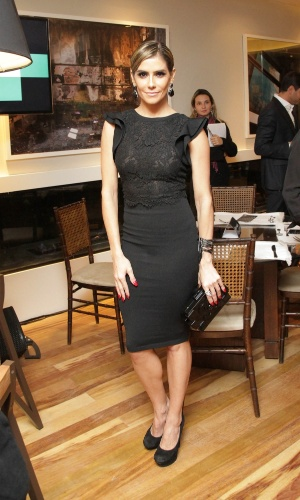 4.jun.2014 - Deborah Secco participa da abertura do Lounge Ayrton Senna na Casa Cor, em São Paulo. Ela também foi mestre de cerimônias do leilão beneficente que levantou verbas para a Cruz Verde, na capital paulista