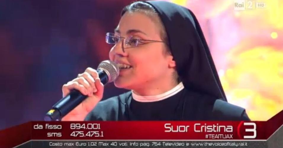 """5.jun.2014 - A freira italiana Cristina Scuccia, de 25 anos, vence a final do programa """"The Voice Itália"""""""