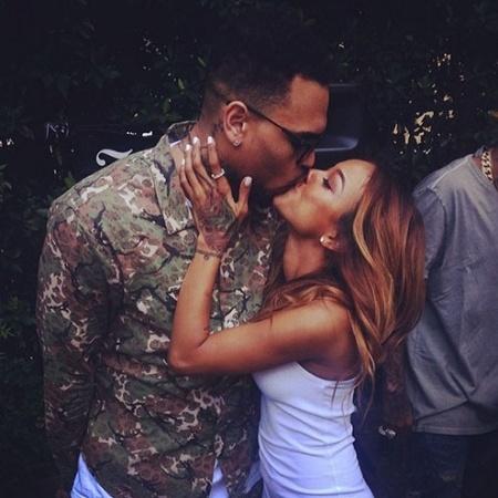 Chris Brown e Karrueche Tran em foto de 2014; ela o acusa de ameaçá-la de morte - Reprodução/Instagram/karrueche