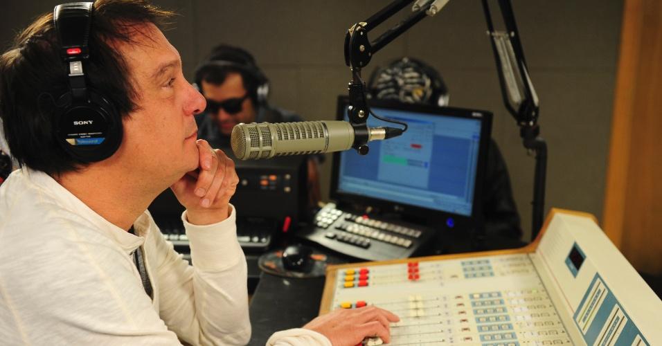 """5.jun.2014 - """"Na TV você fica procurando uma atração, no rádio você tem um amigo, aquele cara que ouve sempre"""", declara Emílio ao citar a diferença entre o rádio e a televisão"""
