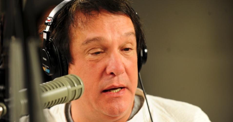 """5.jun.2014 - """"O 'Pânico' da rádio é paixão e o 'Pânico' da TV é pressão. Rádio é gostoso de fazer, a audiência do rádio é fiel"""", afirma Emílio Surita, nos bastidores da rádio Jovem Pan"""