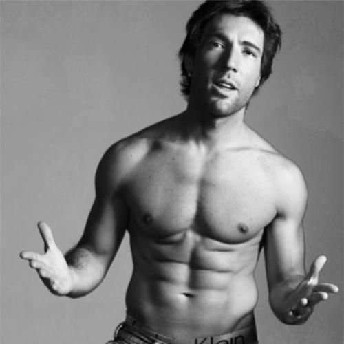 5.jun.2014 - Sandro Pedroso mostra o corpo sarado em uma foto no Instagram. O ator está solteiro desde que terminou seu relacionamento com a atriz Susana Vieira