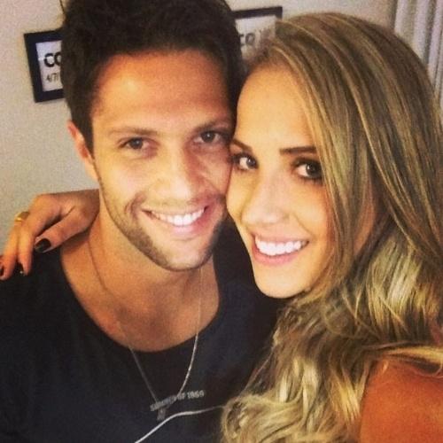 """6.jun.2014 - Gustavo Leão se declara para a namorada: """"Tão de repente, mas tão sincero..."""""""