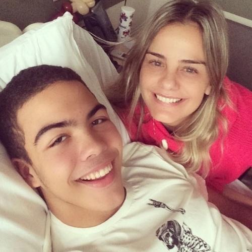 6.jun.2014 - Milene Domingues diz que Ronald está se recuperando bem e agradece o carinho do público