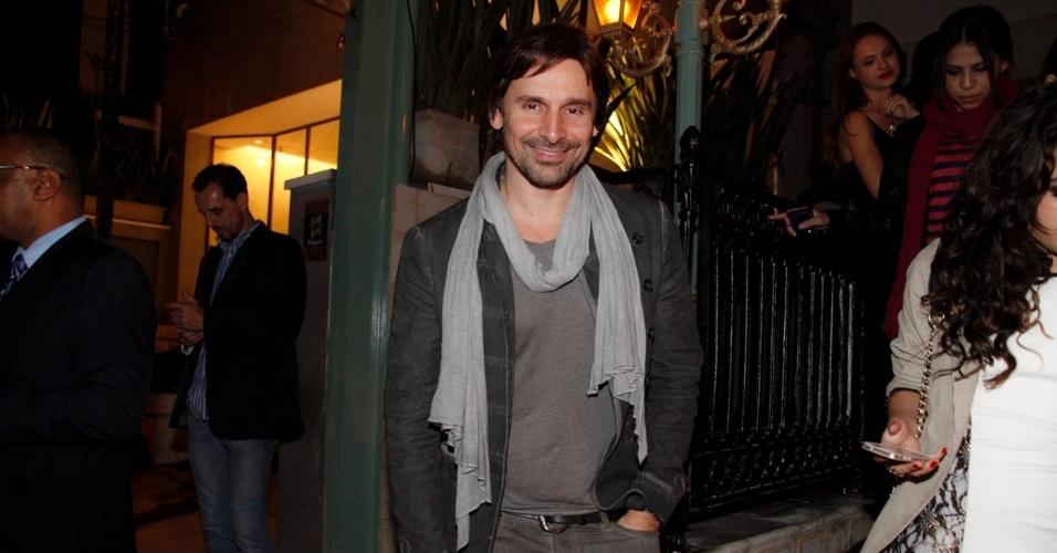 6.jun.2014 - O ator Murilo Rosa conferiu a inauguração de um restaurante, na zona sul de São Paulo