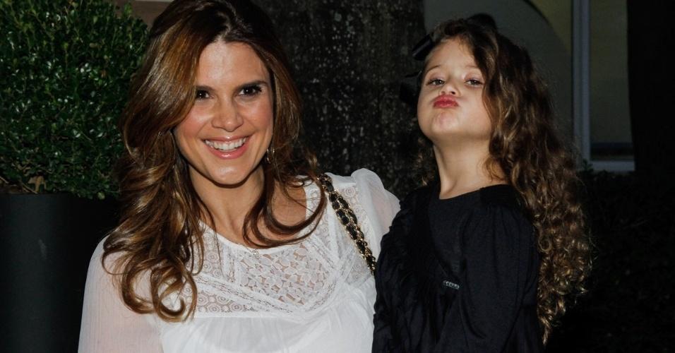 7.jun.2014 - Mariana Kupfer com a filha Victoria no aniversário das filhas de Rodrigo Faro em buffet infantil no bairro de Moema, em São Paulo