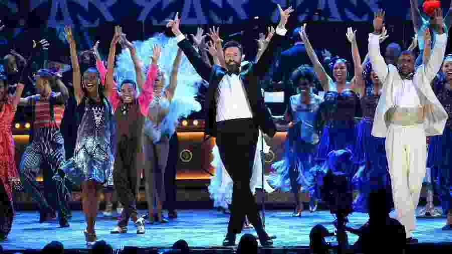 "08.jun.2014 - Hugh Jackman se apresenta com elenco do musical ""After Midnight"" no Tony Awards 2014 no Radio City Music Hall, em Nova York - Getty Images"