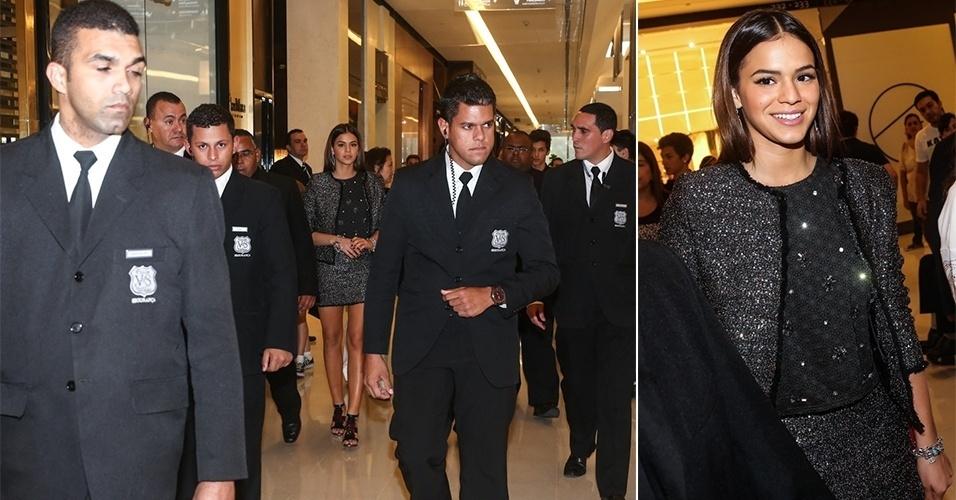 8.jun.2014 - Bruna Marquezine chega cercada por seguranças para um evento no Shopping JK Iguatemi, em São Paulo