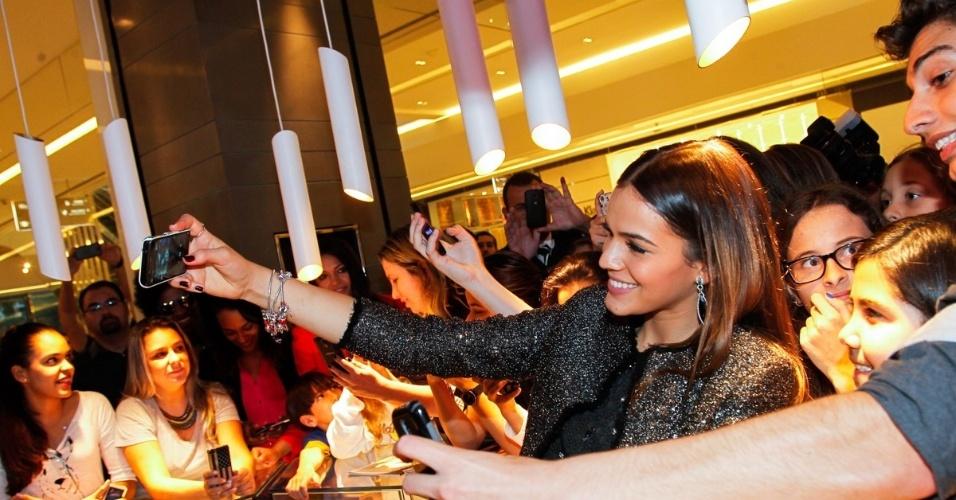 8.jun.2014 - Bruna Marquezine participa de evento de marca de jóias no Shopping JK Iguatemi, em São Paulo
