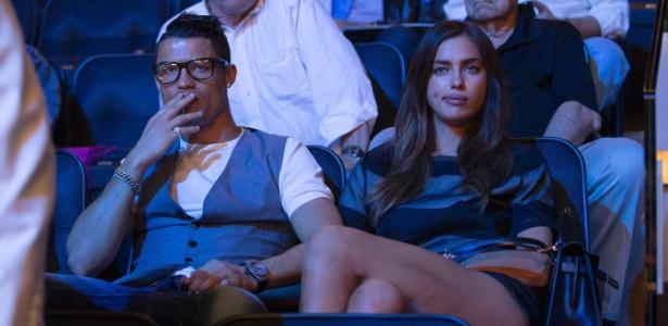 09.jun.2014- Cristiano Ronaldo assiste luta de boxe com a namorada Irina Shayk, nos EUA