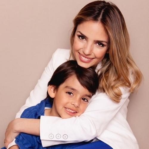 10.jun.2014 - Carol Celico parabeniza o filho no aniversário de 6 anos