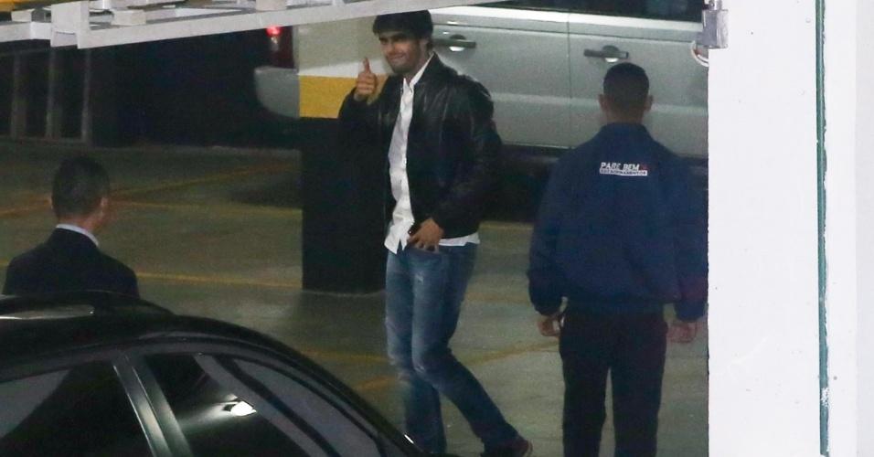 10.jun.2014- Kaká chega para a festa de aniversário do filho Luca em um buffet infantil em São Paulo