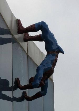 Estátua do Homem-Aranha com ereção é colocada em um shopping na Coreia do Sul  - Reprodução/Facebook/Kormang.com