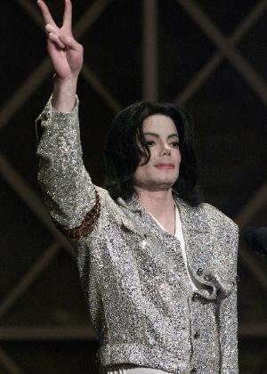 Michael Jackson, em janeiro de 2002, quando recebeu o prêmio de Artista do Século - Hector Mata/AFP