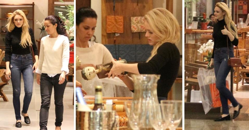 10.jun.2014 - Isabelle Drummond faz compras em uma loja de design em um shopping da zona oeste do Rio de Janeiro. Ao sair do estabelecimento, a atriz cumprimentou o paparazzo